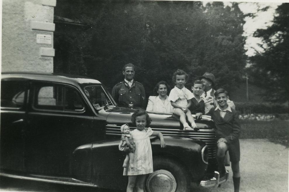 Gottfried Kumpf in Steierling 1942 mit Familie