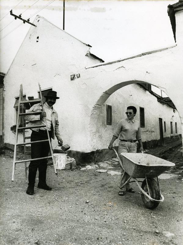 Gottfried Kumpf bei den Restaurierungsarbeiten in Breitenbrunn