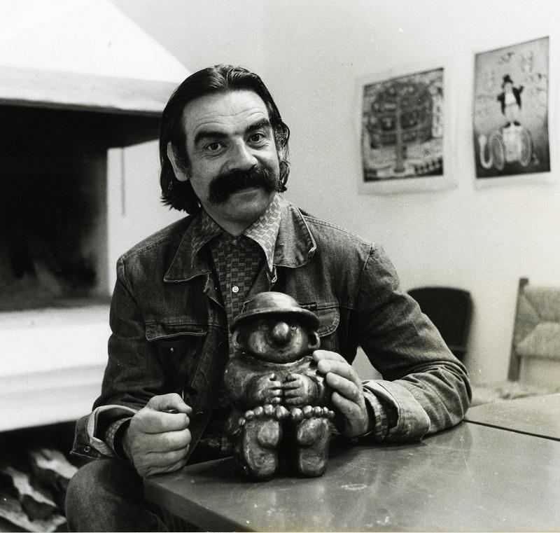 Gottfried Kumpf mit dem ersten Asozialen in Bronze