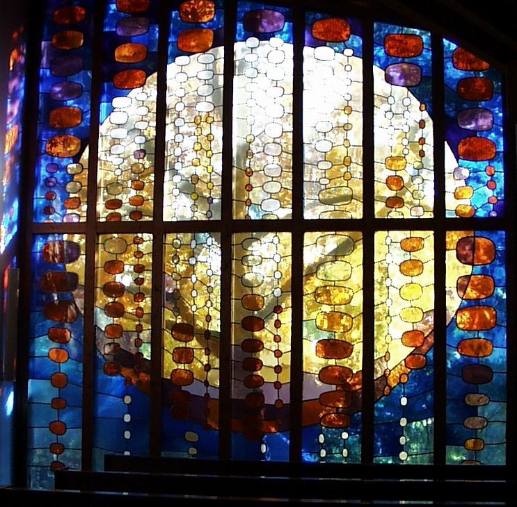 Gottfried Kumpf Kirchenfenster in Illmitz Burgenland, Glasarbeit von Maria Plachky