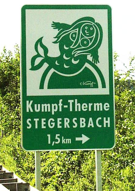 Gottfried Kumpf Hinweistafel an der Autobahnabfahrt