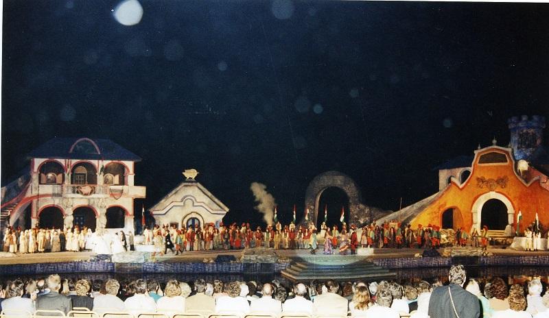 Gottfried Kumpf der Zigeuenrbaron Bühnenbild Seefestspiele Mörbisch