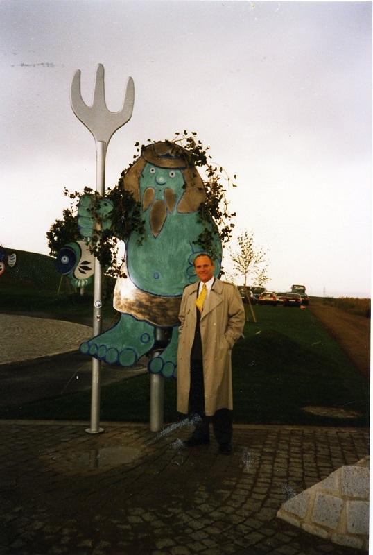 Gottfried Kumpf Flachskulpturen vor dem Wassereinlaufwerk Bisamberg